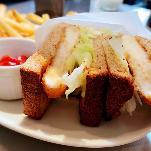 カニクリームコロッケのサンドウィッチ