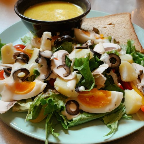 ゆで卵とポテト・オリーブのサラダ&ポタージュスープ